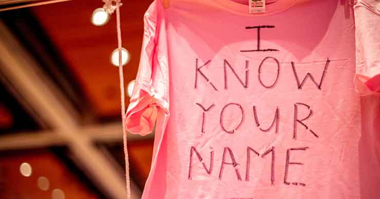Shirt with the writing: I know your name